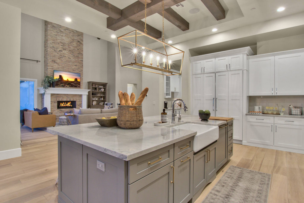 Modern-Farmhouse-House-Design-Kitchen-Featuring-Cast-Iron-Sink